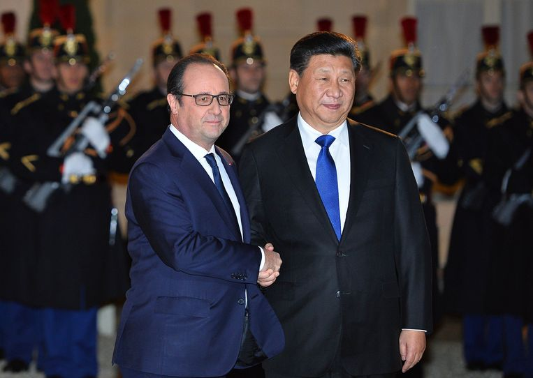 Hollande met de Chinese president Xi Jinping. Beeld PHOTO_NEWS