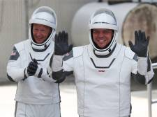 Crew Dragon losgekoppeld: Astronauten SpaceX op weg terug naar aarde