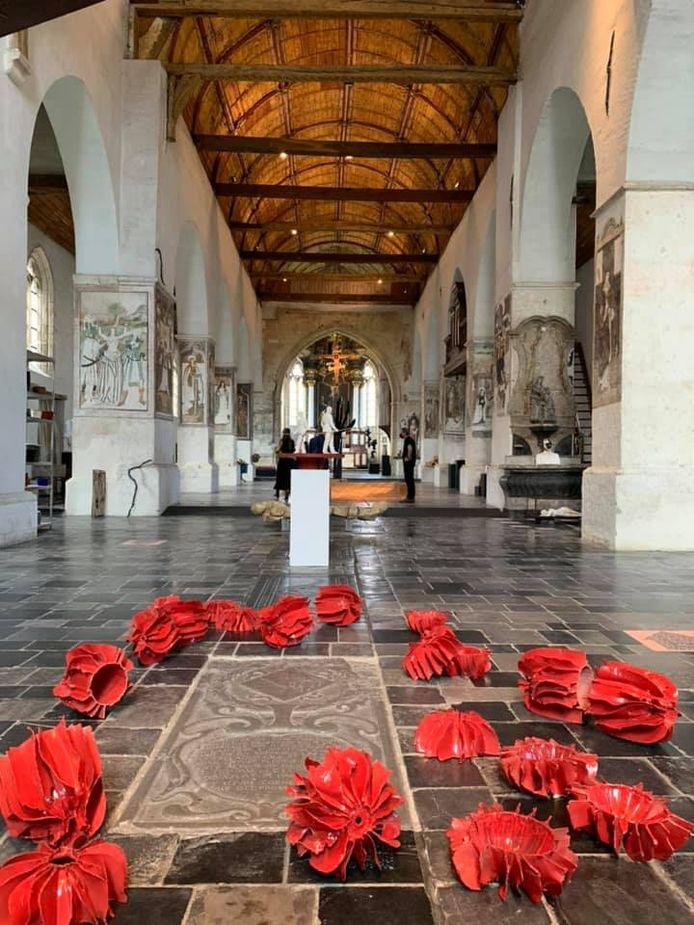 Zeker 200 kunstwerken zijn de hele zomer lang te bezichtigen in de Begijnhofkerk in Sint-Truiden.