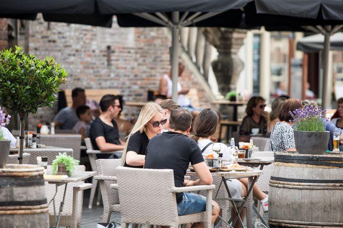 Terrassen in het centrum van Zutphen, twee zomers geleden.