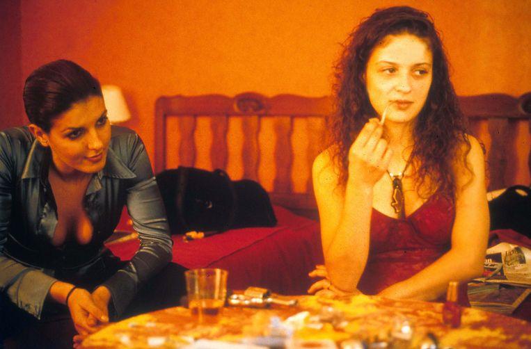 Karen Lancaume (als Nadine) en Raffaëla Anderson (als Manu) in de film 'Baise-moi'. Beeld Alamy Stock Photo