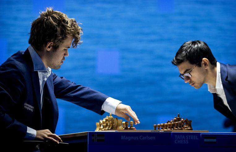 Carlsen en Giri tijdens de elfde ronde van het Tata Steel Chess Tournament in Wijk aan Zee. Beeld ANP