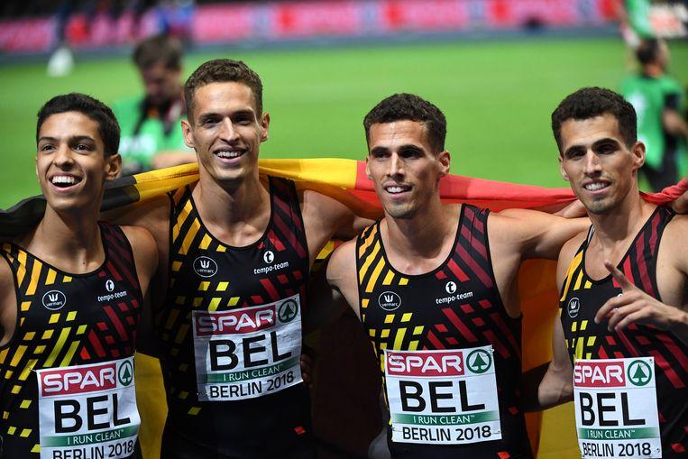 Vreugde bij de Belgian Tornado's na hun gouden run. Jonathan Sacoor (links) en de broertjes Borlée liepen de 4x400 meter onder de drie minuten. Beeld Photo News