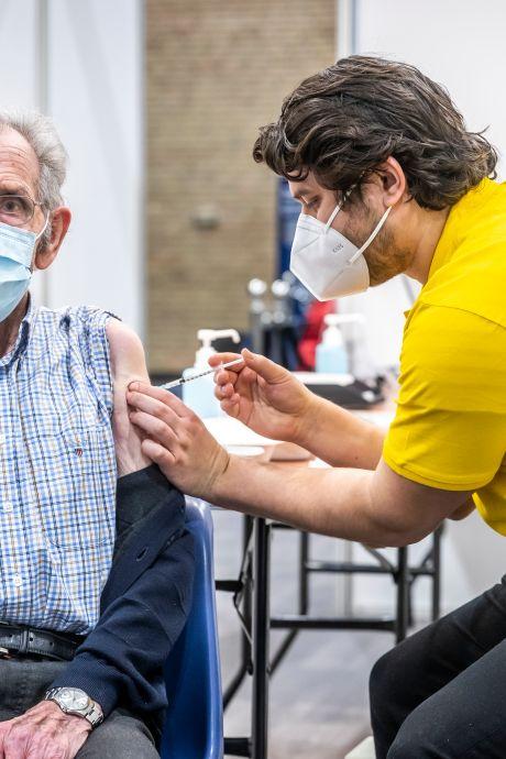 Tientallen ouderen in Helmond met afspraak toch zonder prik weggestuurd; GGD maakt excuses