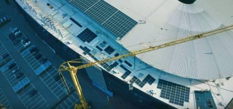 """1.150 zonnepanelen op het dak van de Ghelamco Arena: """"De luifel alleen al was een maand extra werk"""""""