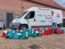 Hervormde Gemeente 's-Gravendeel verrast voedselbank met vakantietasjes