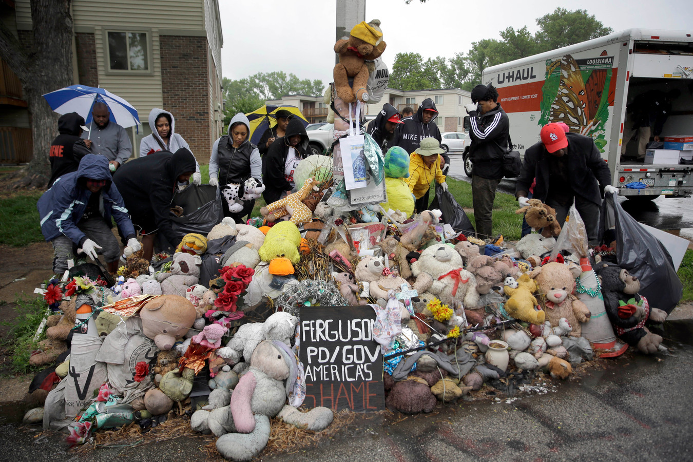 Gedenkplaats voor Michael Brown Wednesday die in 2014 werd doodgeschoten door de politie in Ferguson, VS.