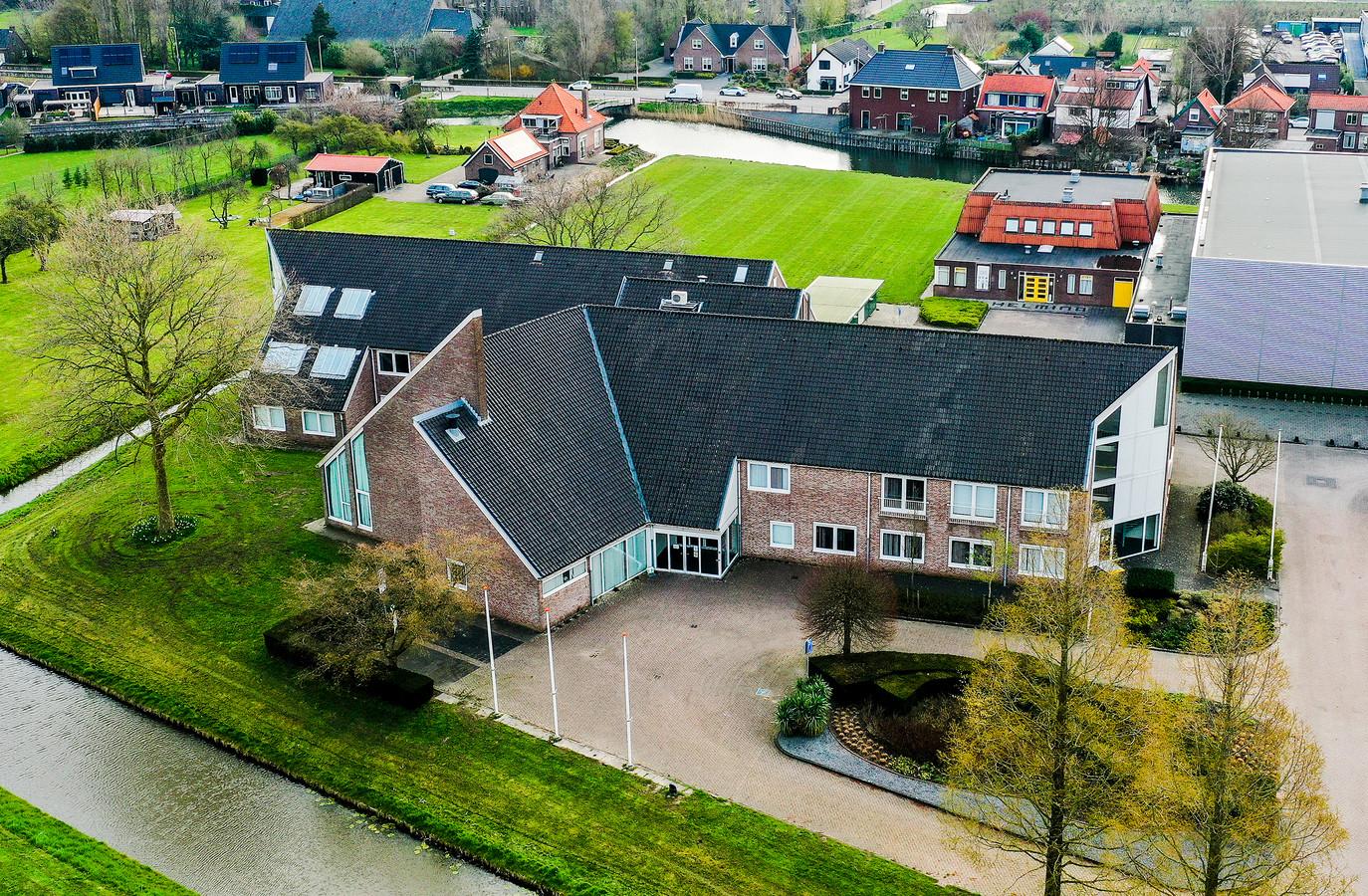 Het oude gemeentehuis in Numansdorp krijgt een nieuwe bestemming.