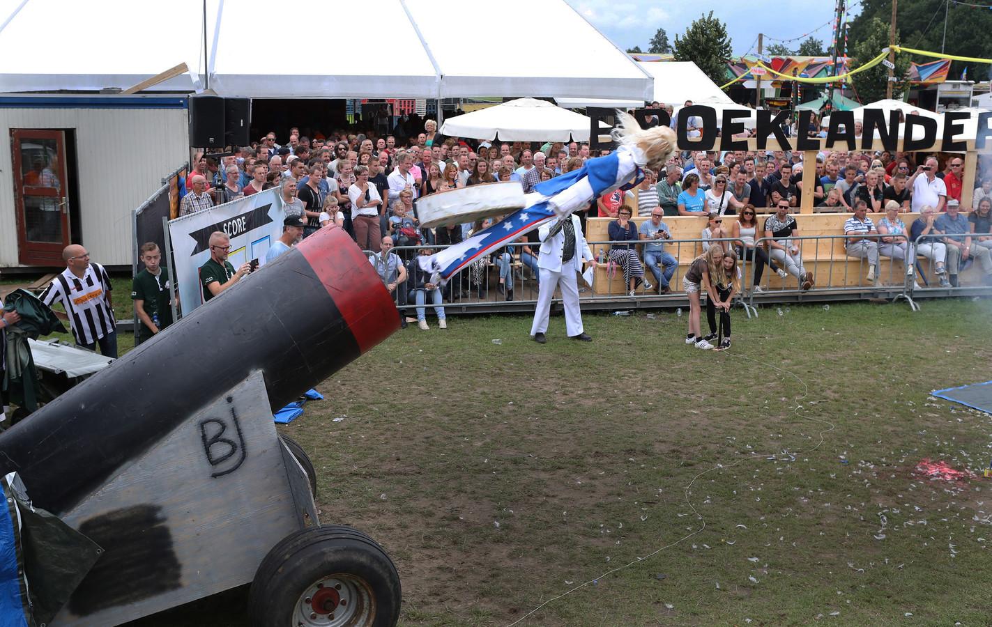 Heel Broekland loopt jaarlijks uit voor het Broeklanderfeest.