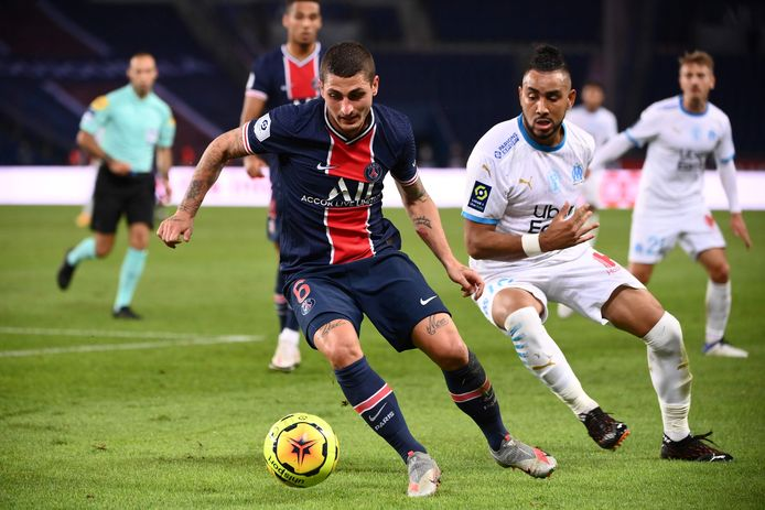 Paris Saint-Germain's Italian midfielder Marco Verratti (L) vies for the ball with Marseille's French midfielder Dimitri Payet during the French L1 football match between Paris Saint-Germain (PSG) and Marseille (OM) at the Parc de Princes stadium in Paris on September 13, 2020. (Photo by FRANCK FIFE / AFP)