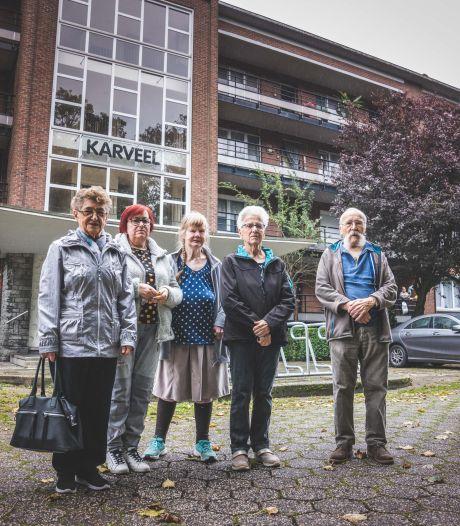 """""""We hadden het hier zo goed samen"""": twee sociale blokken in Meulestede worden plots verkocht, zijn huurders slachtoffer van politiek getouwtrek?"""