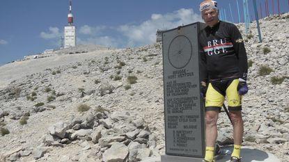 """Roland Hurtecant (79) fietst 12.400 km naar Vladivostok: """"Op mijn leeftijd niet 'te zot' doen"""""""