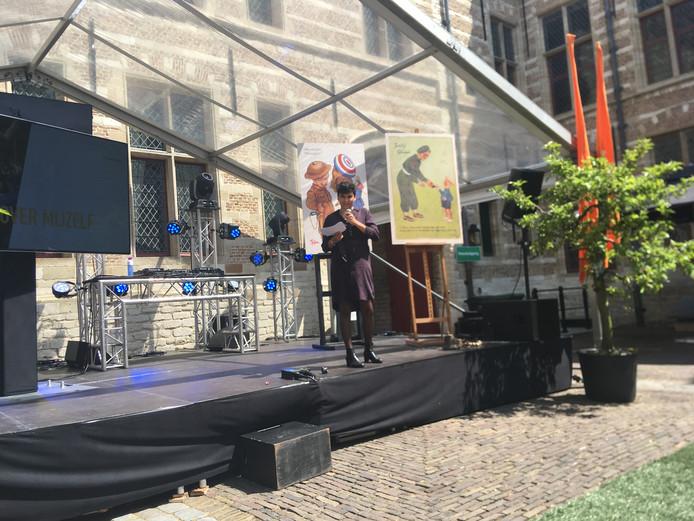 Dalila Sayd, het EETschap, tijdens openingscollege ProefMei
