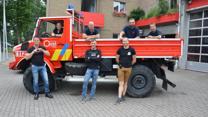 """Brandweermannen in de bres voor door watersnood getroffen schooltje in Chaudfontaine: """"Verkopen T-shirts om heropening op 1 september mogelijk te maken"""""""