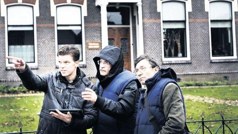 Italiaanse deskundigen doen in Loppersum onderzoek naar de schade aan gebouwen door de aardbevingen. Beeld Reyer Boxem