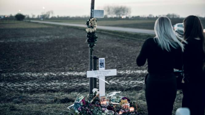 Niels (19) zaterdag begraven, vrienden plaatsen kruisje aan plek ongeval