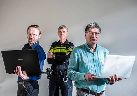 Theo van der Plas (midden) houdt zich bezig met digitalisering bij de politie.