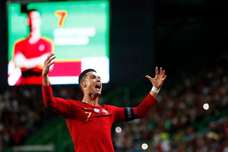 Ronaldo rondde tegen Oekraïne de kaap van 700 goals voor club en land.