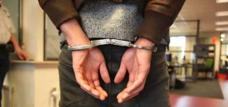 Man maakt amok in Zutphen en toont geslachtsdeel aan agenten