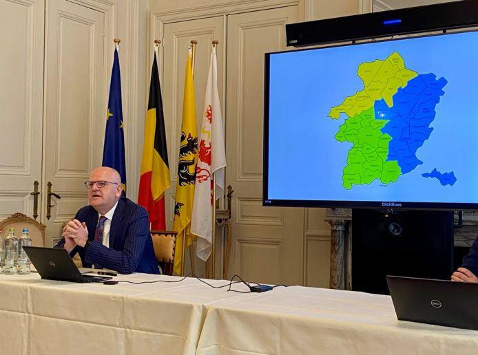 Gouverneur Jos Lantmeeters stelt zijn advies inzake de regiovorming in Limburg voor.