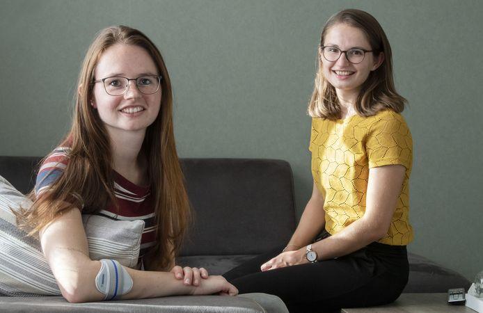 Verona Hendriksen (links) liep ziekte van Lyme op door een dazenbeet. Een behandeling is duur en wordt niet vergoed. Zusje Nathalie (geel shirt) zette een actie voor Verona op.
