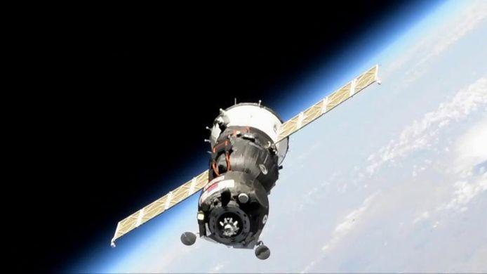 Het lukte de onbemande Sojoez-capsule zaterdag niet om aan te leggen bij het ruimtestation.