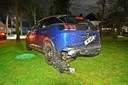 Zowel de zwarte auto van de twee lachgasgebruikers als de Peugeot van de man tegen wie ze aanreden, raakten zwaar beschadigd bij de aanrijding in Waalre.