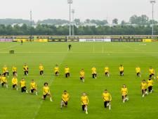 """Tous les joueurs de Dortmund mettent un genou à terre pour soutenir le mouvement """"Black Lives Matter"""""""