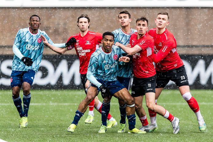 Helmond Sport deed er in de slotfase nog alles aan om te winnen van Jong Ajax, maar het bleef bij 1-1.