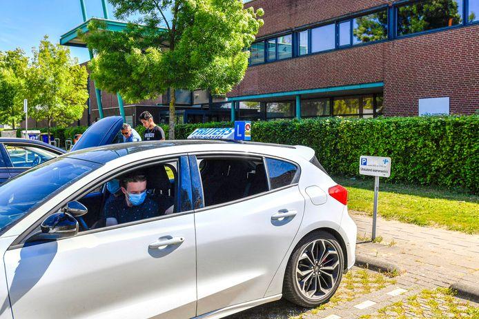 Het CBR-examencentrum in Roosendaal afgelopen mei. Na de eerste lockdown startten de rijexamens medio mei weer op.