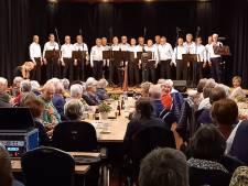 Staande ovatie voor zanggroep De Kèls bij afscheid in Ooij