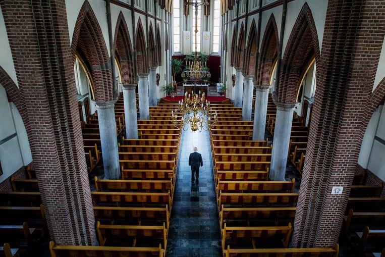 Pastoor Louis Verhaag in de kerk. Beeld Aurélie Geurts