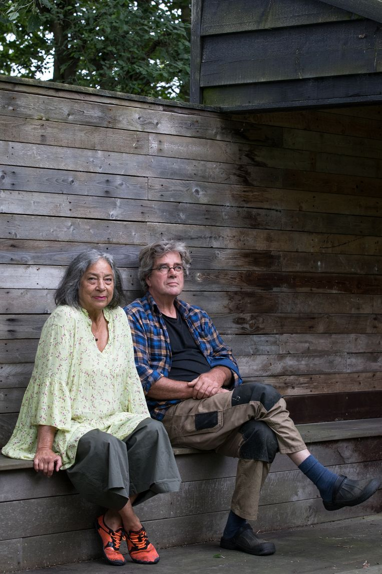Stasja Goedbloed en Arthur Broek: 'De beelden moeten passen in de tuin en de tuin moet iets toevoegen aan de beelden.' Beeld Natascha Libbert
