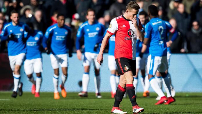 Vreugde bij de PSV-spelers, treurnis bij Jens Toornstra.