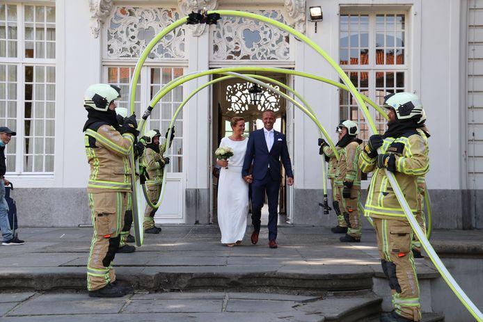 Tim en zijn vrouw Sophie trouwden vandaag in het stadhuis van Aalst.