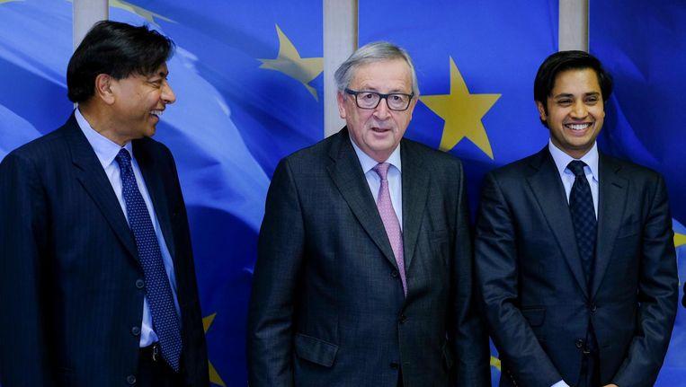 EC-voorzitter Juncker (m) sprak maandag met de directeuren van ArcelorMittal, één van de grootste staalproducenten ter wereld, over de plannen van de Amerikaanse president Trump. Beeld epa