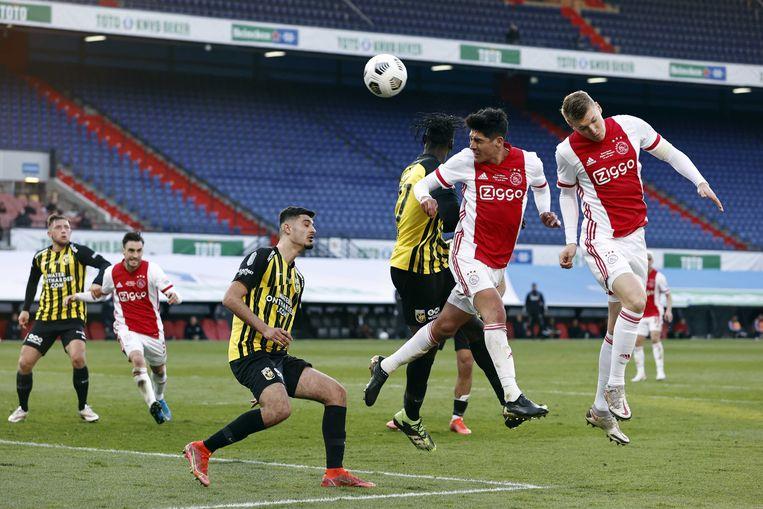 In De Kuip troffen Vitesse en Ajax elkaar in april nog voor de bekerfinale. Beeld ANP