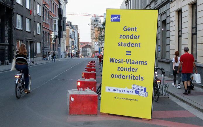 Aan het begin van de Sint-Pietersnieuwstraat staat 1 totempaal.