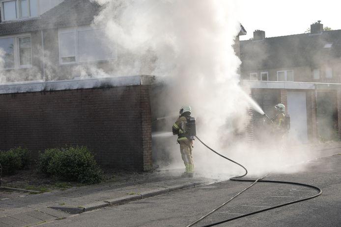Er ontstond veel rook bij de brand in de garagebox in Roosendaal
