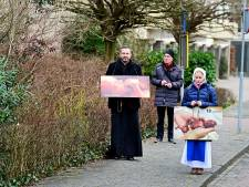 Tegenstanders abortus demonstreren bij Emmakliniek in Enschede