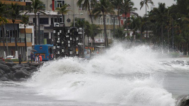 In Mexico veroorzaakt Franklin al extra hoge golven. Beeld reuters