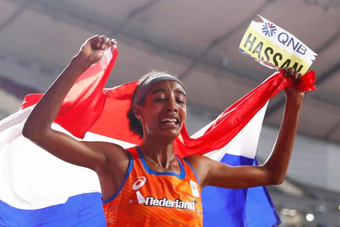 Sifan Hassan zorgde op de WK atletiek voor een unieke dubbel door zowel de 1500 meter als de 10.000 meter te winnen.
