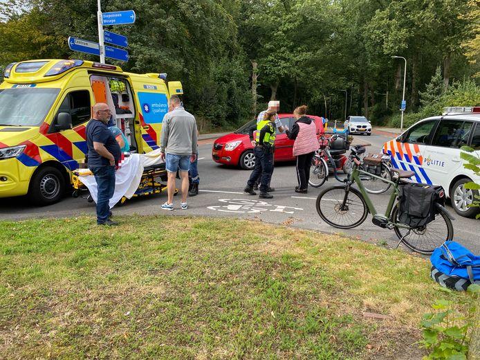 Aanrijding fietser met auto op de kruising Ceintuurbaan met de Laan van Borgele in Deventer.