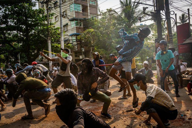 Het buitensporige geweld van de strijdkrachten in Myanmar wordt scherp veroordeeld door buitenlandse regeringen en legerleiders.  Beeld Getty Images