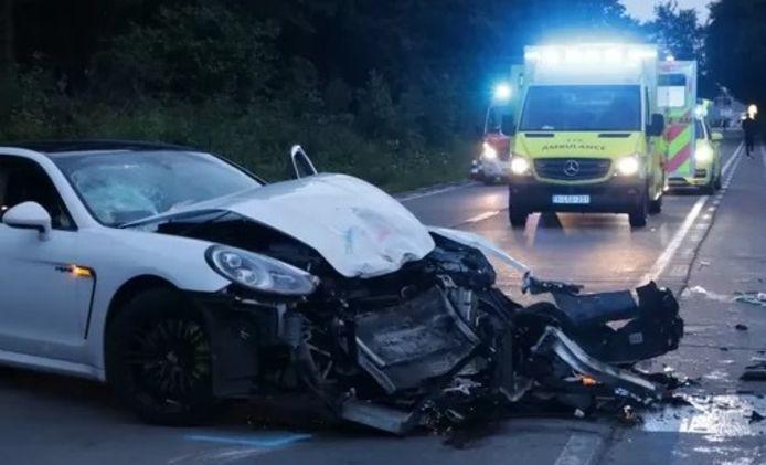 De Porsche raakte total loss.