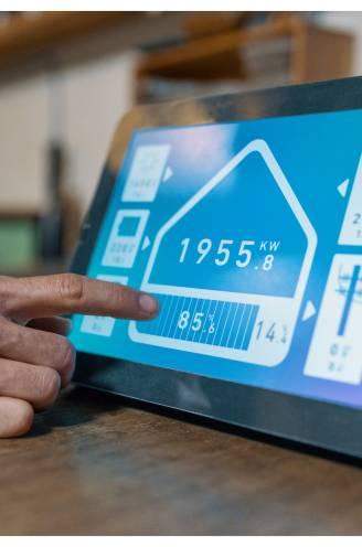 """""""Met een digitale energieassistent kan je jaarlijks tot 300 euro besparen"""": wat kan je ermee doen en hoeveel kost het?"""