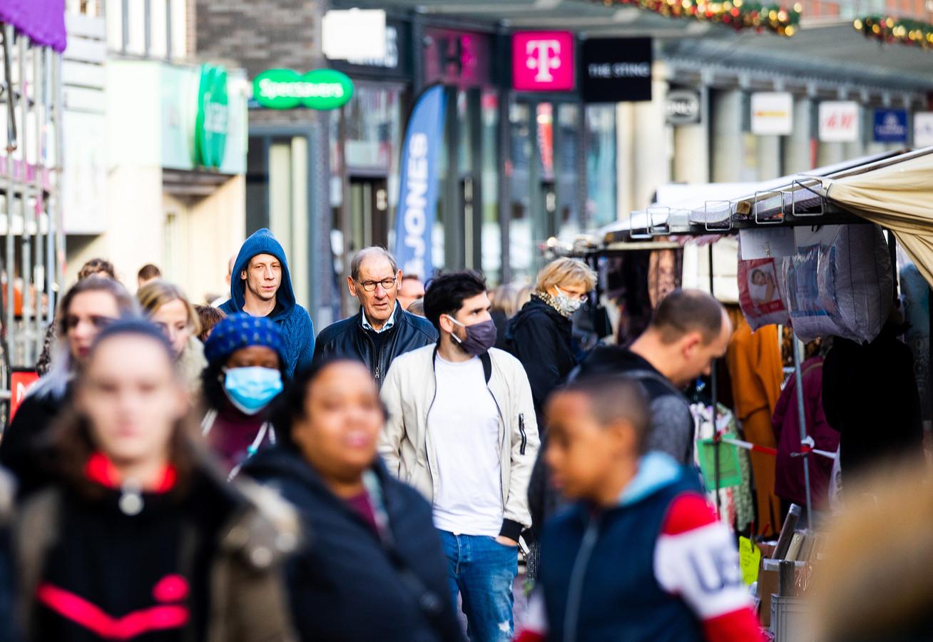 Veel mensen in de winkelstraten van Dordrecht zorgde voor grote drukte in de stad.