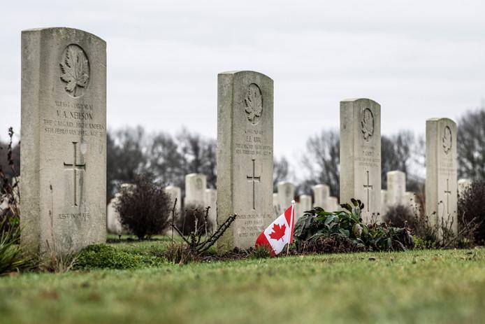De Canadese begraafplaats aan de Zevenheuvelenweg in Groesbeek telt 2619 graven van gesneuvelde soldaten.