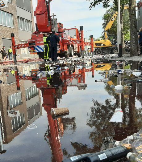 Zijn zwembadjes in de tuin boosdoener van lage waterdruk? Brandweer haalt bij grote brand Tilburg water uit kanaal