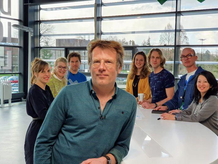 Presentator Patrick Lodiers met alle onderzoekers.